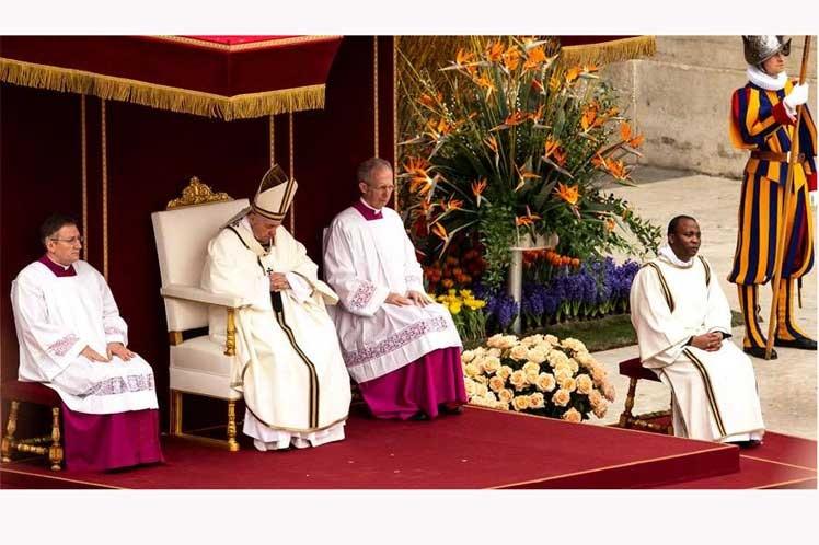 Papa Francisco expresa tristeza y dolor por atentados en Sri Lanka