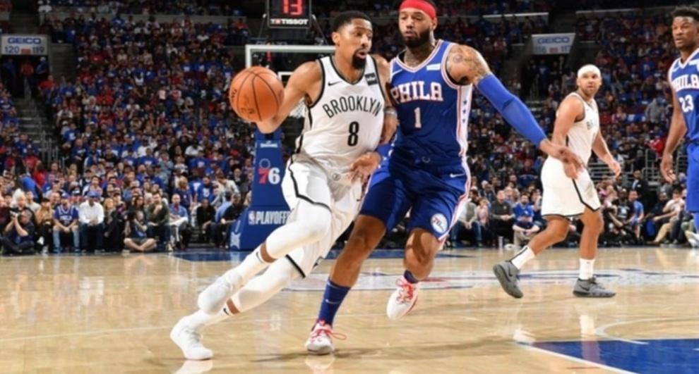 Los Nets derrotan Sixers de Filadelfia en inicio playoffs NBA con gran actuación de Russell