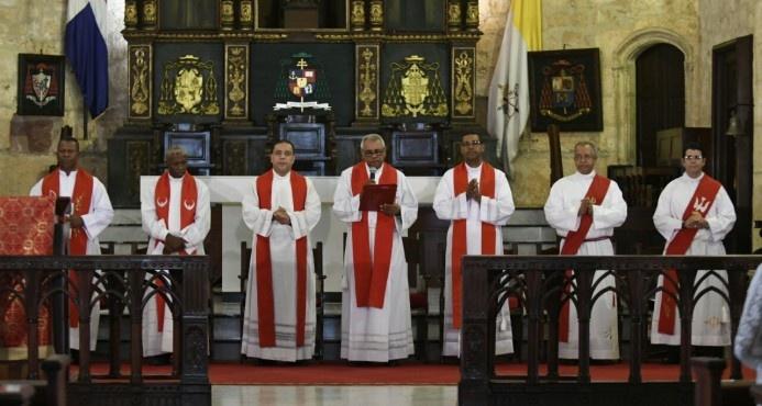 """Sacerdote pide a Jesús acabar con el """"cáncer de la justicia amañada"""" en República Dominicana"""