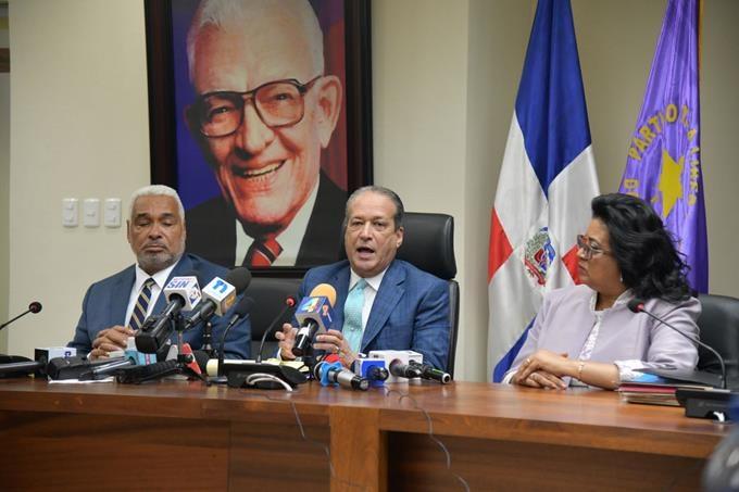 Reinaldo Pared Pérez anuncia comisión estudiará e impugnará decisión de la Junta Central Electoral (JCE)
