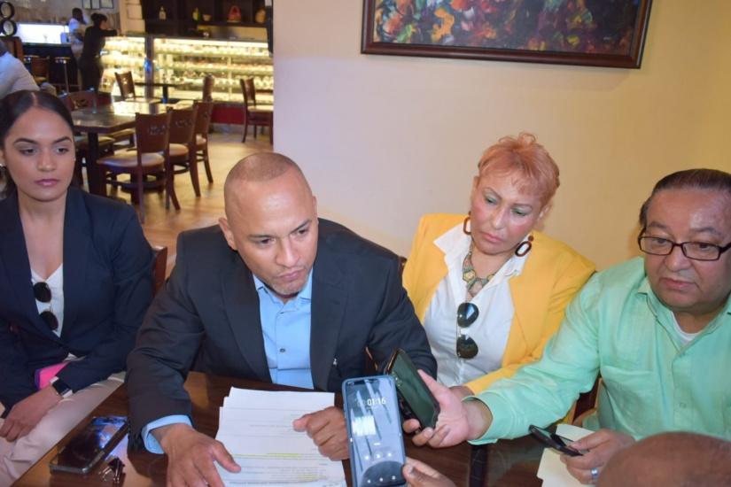 Denuncia estafa de empresa de la construcción a dominicanos en EEUU