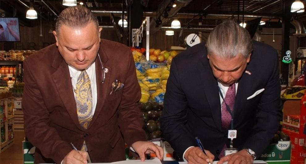 Consulado RD en NY y Asociación Nacional de Supermercado firman acuerdo