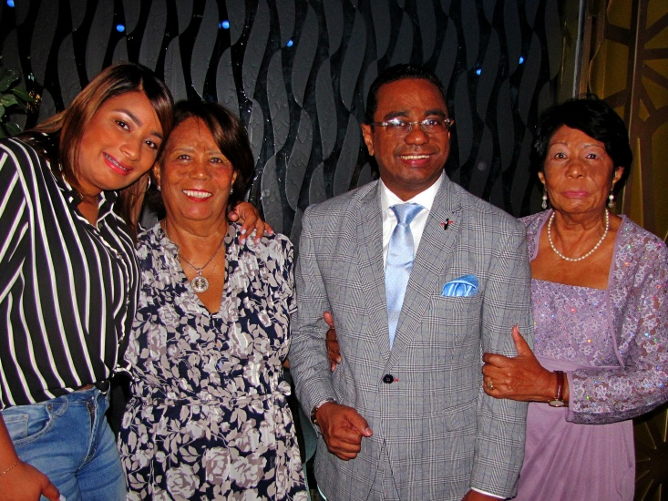 A la izquierda Sheyla Abreu, Mariano Abreu, Altagracia Volquez