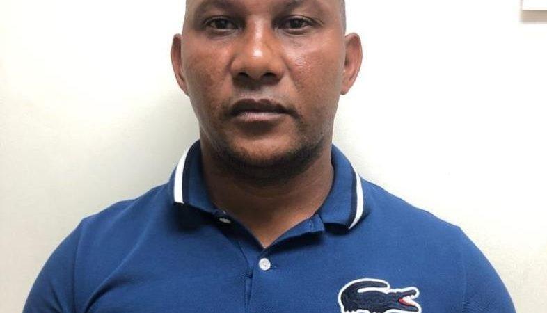 """Policía apresa a """"Julito Kilo"""" señalado como jefe de una red de traficantes de droga"""
