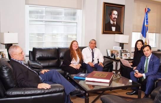 Gobernación de Nueva York anuncia programa beneficiará inmigrantes dominicanos en EE.UU.