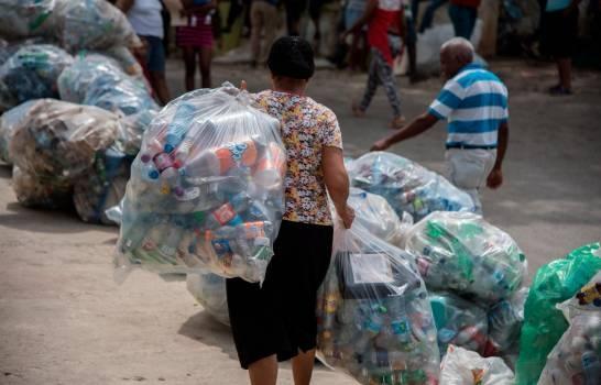 El plástico es uno de los mayores contaminantes del medio ambiente.
