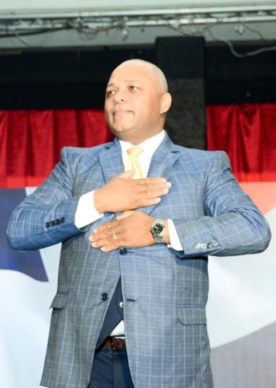 Dr. Manuel Valdez candidato presidencial independiente  por la Coalición de la Esperanza.