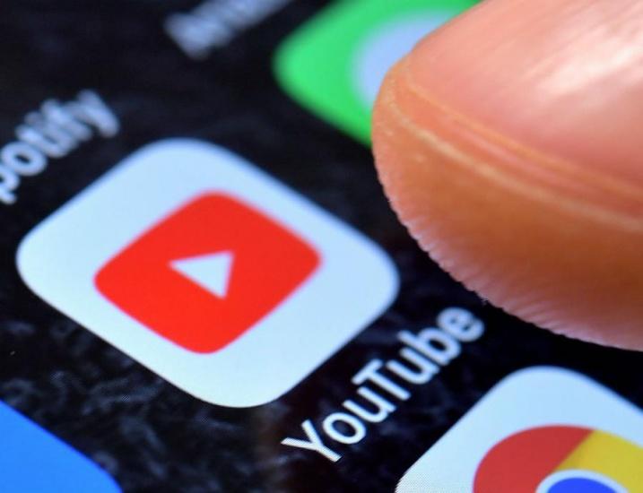 Piden eliminar 12 vídeos de YouTube que enseñan a espiar a las parejas