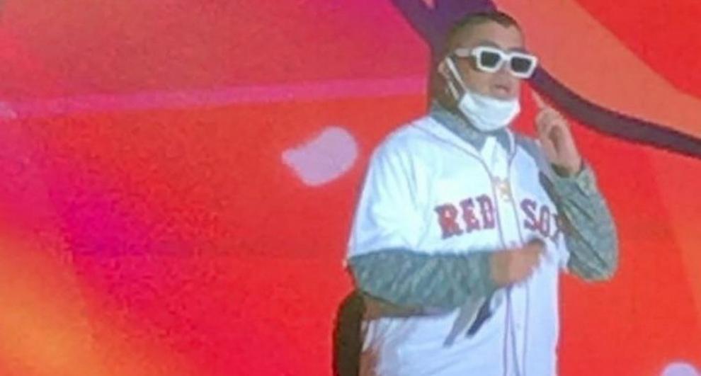 Bad Bunny rinde tributo a David Ortiz y pide por su pronta recuperación