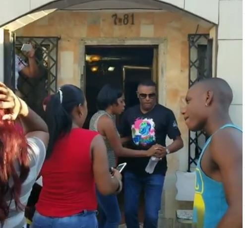 """José Alberto """"El Canario"""" de visita por Colombia, y baila con fanáticos en Cali"""