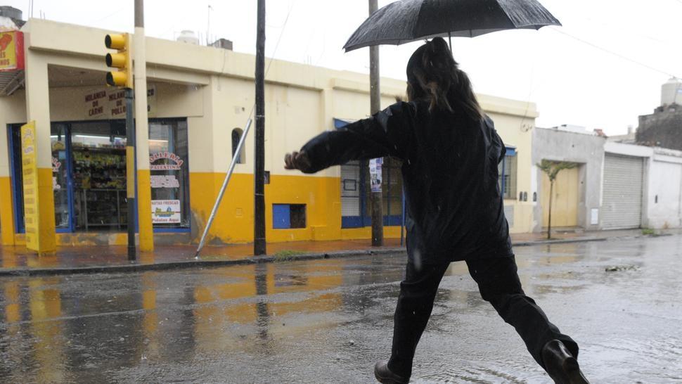 Meteorologia anuncia que continuarán las lluvias en el interior durante la tarde