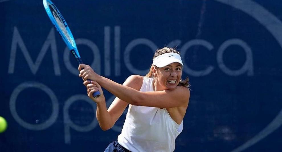 María Sharapova regresa tras su lesión y vence a la eslovaca Kuzmova en Mallorca