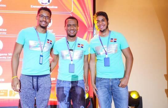 Grupo estudiante dominicanos de la PUCMM ganan competencia internacional de Huawei en China