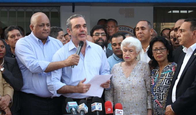 Luis Abinader convoca al pueblo para el viernes frente al Congreso a resistir una componenda gubernamental