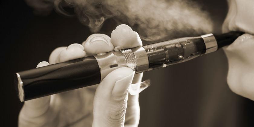 """Los cigarrillos electrónicos son """"indudablemente dañinos"""", advierte la OMS"""