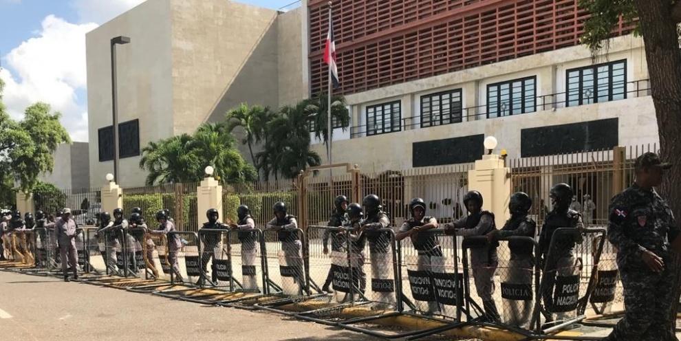 Tras anuncio de acto de Leonel vuelve cerco al Congreso Nacional