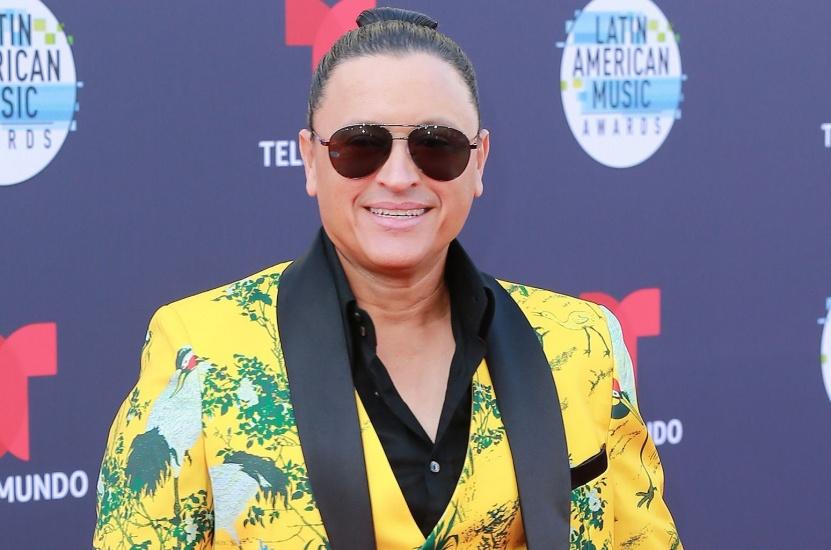 """Elvis Crespo regresa en grande con el merengue """"Abracadabra"""""""