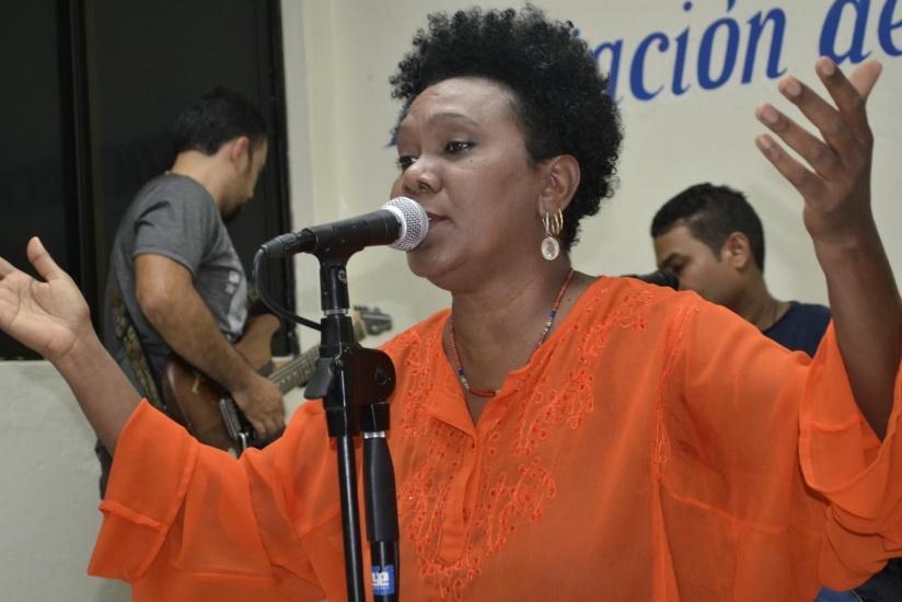 """Xiomara Fortuna celebrará en el Teatro Nacional """"Eduardo Brito"""" sus 40 años de carrera musical."""