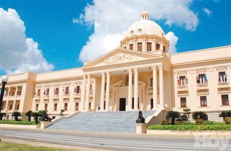 Ministerio Administrativo de la Presidencia,entrega premios a cuatro de sus servidores