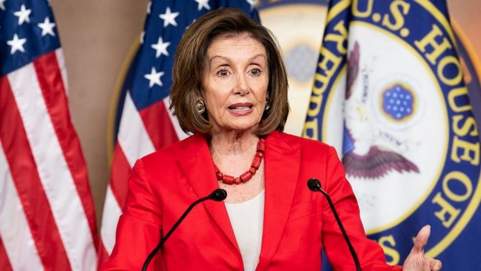 """Nancy Pelosi catalogó de """"desgraciados, asquerosos y racistas"""" comentarios sobre cuatro de sus colegas liberales"""