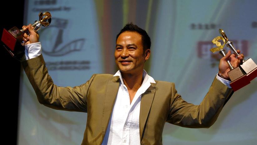 Hombre sube al escenario y le propina varias puñaladas a un famoso actor chino en pleno evento promocional