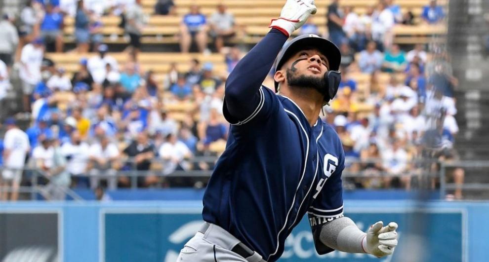 Dominicano Fernando Tatis Jr. batea jonrón 15 en revés de los Padres