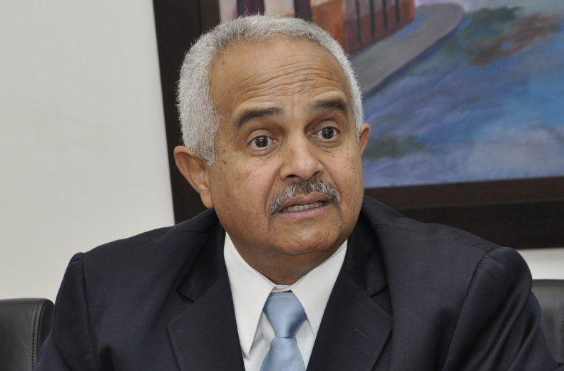 Ministro Agricultura en desacuerdo con aumento de precio de leche en finca dispararía su costo al consumidor