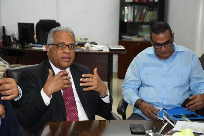 Ministro de Salud visita Robert Reid Cabral dice causa de muertes se deben a mal manejo de traslado