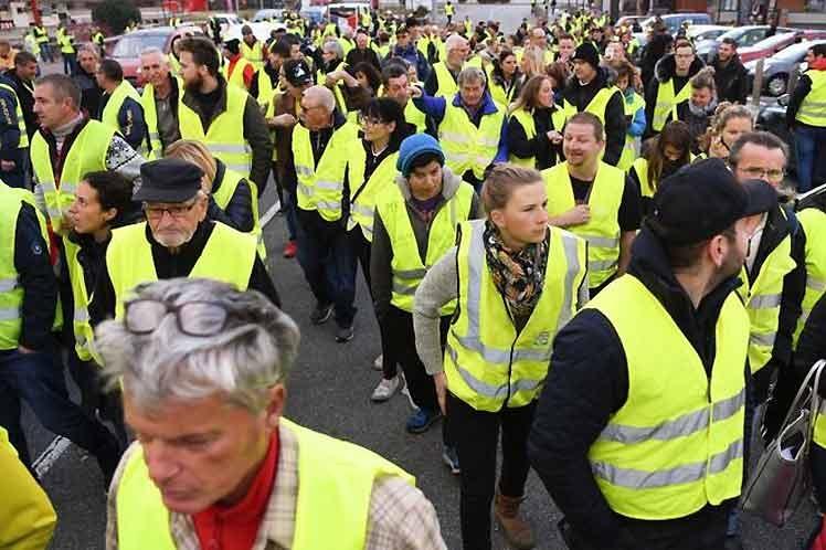Chalecos amarillos continúan protestas en Francia
