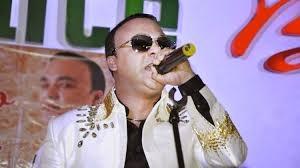"""Zacarías Ferreira recibe disco de oro por su producción """"El Amor"""" cargada de éxitos"""