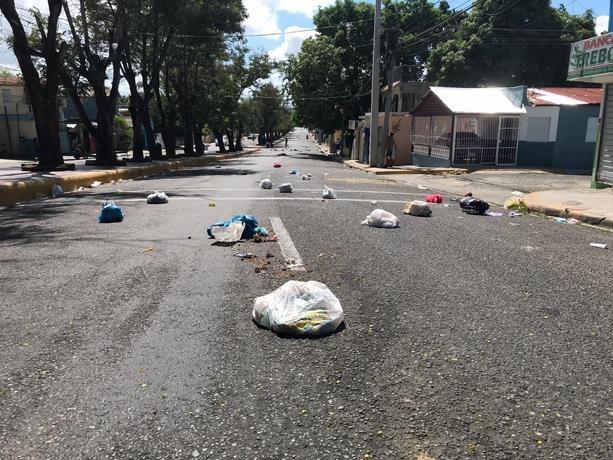 Protestan en algunos barrios de Santiago; en otros el paro se cumple de forma parcia