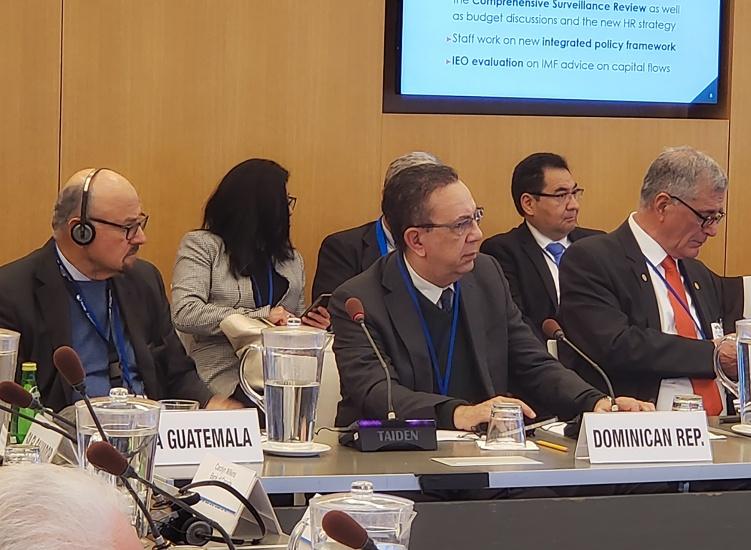 Valdez Albizu participa en las reuniones anuales del FMI y el Banco Mundial