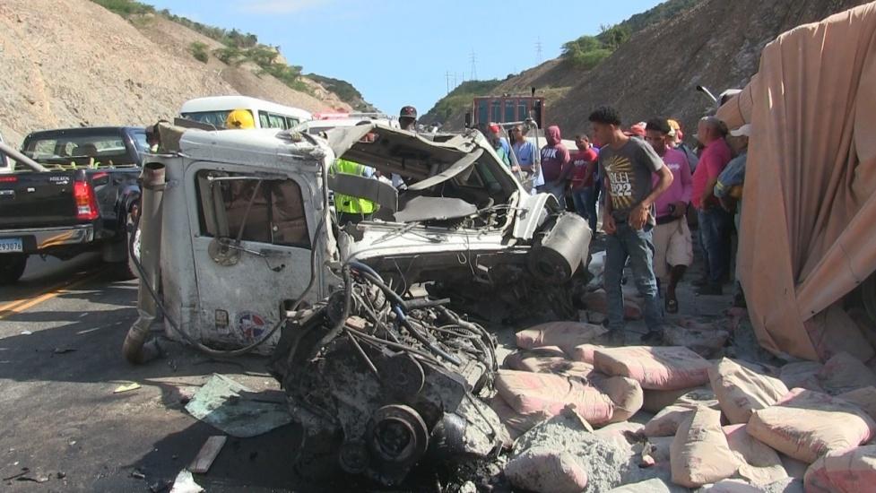 Accidente deja un saldo de cinco muertos a la altura del Número,en Azua