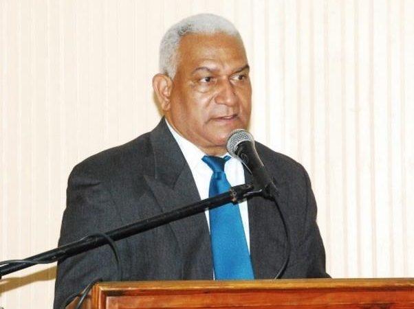 José Lino Martínez llegó a la JCE en bola de humo tras renuncia de Saladín