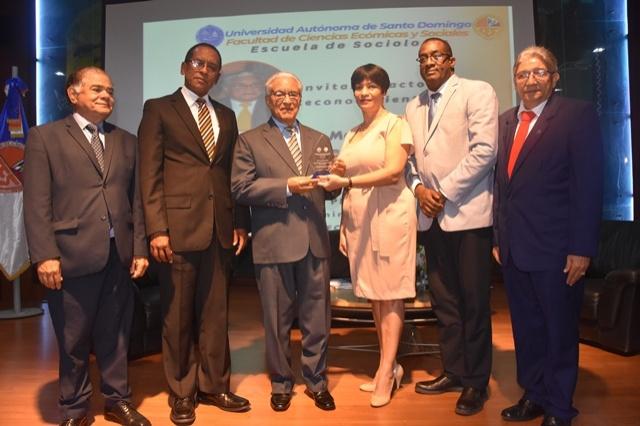 El evento estuvo encabezado por el vicerrector de Extensión, maestro Antonio Medina Calcaño.
