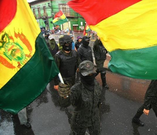 Las Fuerzas Armadas de Bolivia y la Policía piden a Evo Morales que dimita para pacificar al país