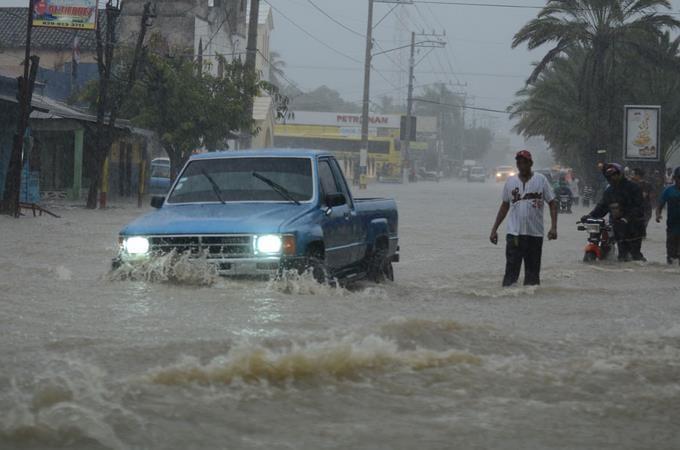 Lluvias de las últimas horas causan inundaciones en el Cibao