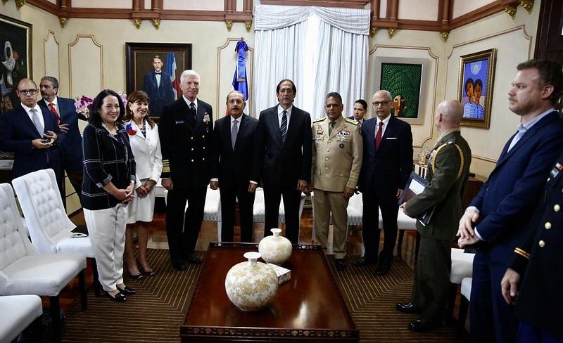 Presidente Danilo Medina recibe al jefe del Comando Sur de Estados Unidos, Craig S. Faller