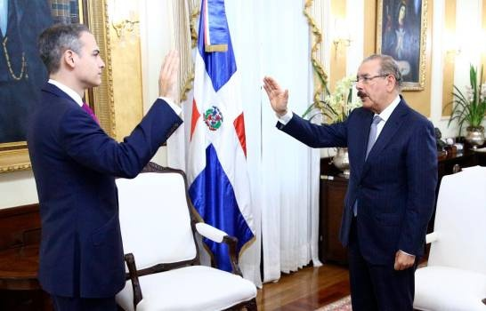 Presidente Medina juramenta a Josué Fiallo como representante permanente de RD ante la OEA
