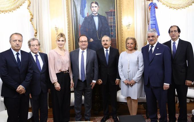 Danilo Medina recibe a expresidente francés François Hollande en Palacio Nacional