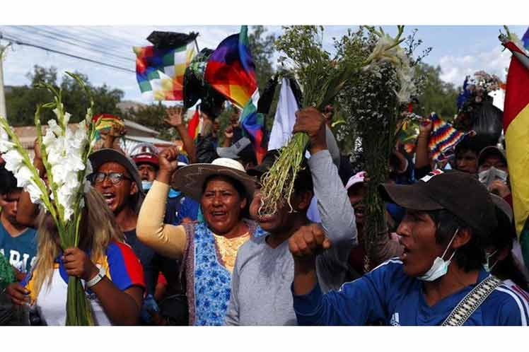 Movilizaciones en Bolivia piden renuncia de autoproclamada presidenta