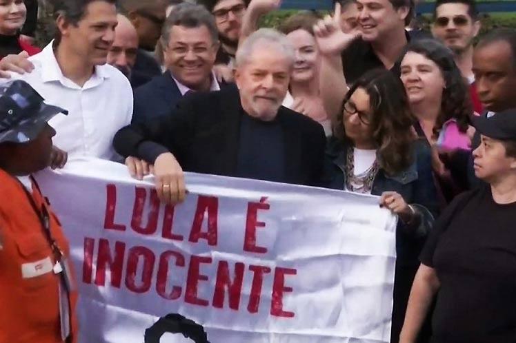 Lula sale en libertad después de 580 días de prisión política