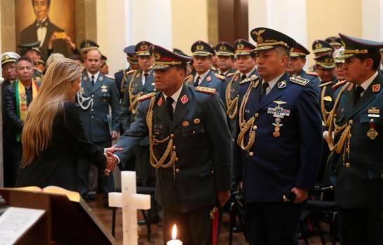 Jeanine Añez, presidenta de Bolivia remueve al Alto Mando Militar como primera medida