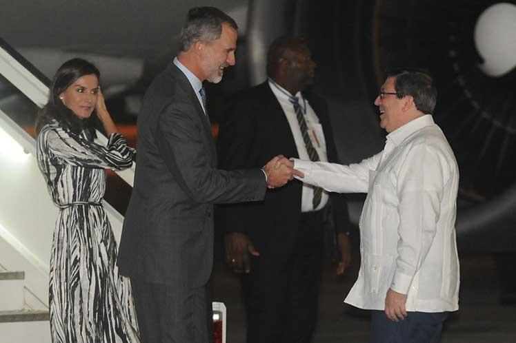 Comienzan actividades en Cuba los Reyes de España
