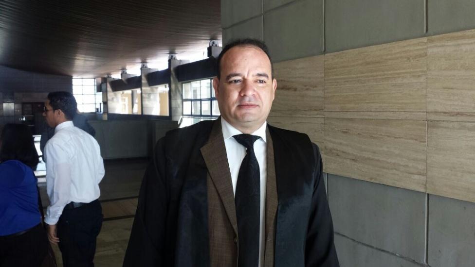 """Presidente Colegio de Abogados someterá a """"turba"""" que causó daños en local durante reunión"""