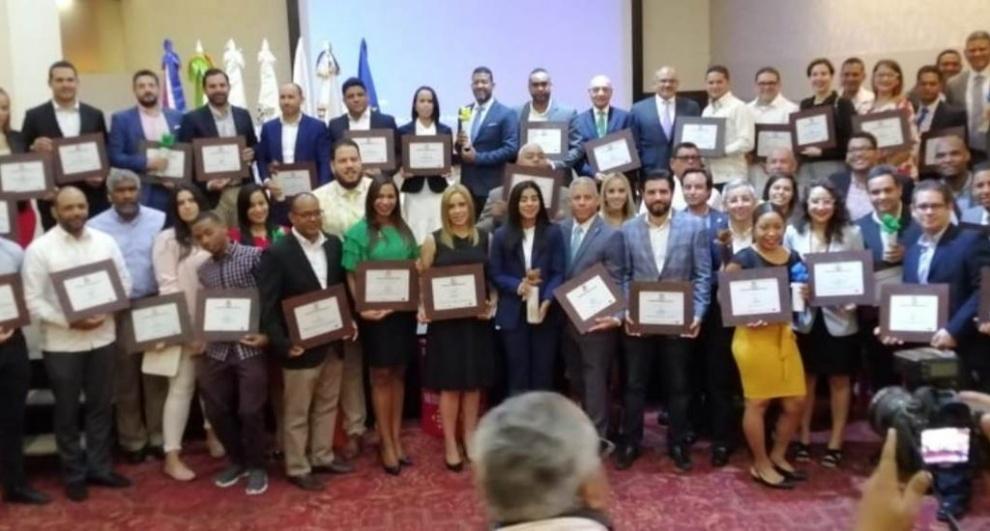 """Medio Ambiente reconoce empresas, instituciones Públicas y ONG con el """"Premio Nacional a la Producción Más Limpia"""""""