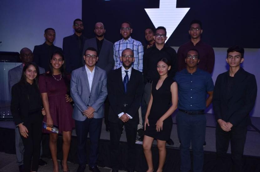 Los finalistas de la Competencia de Tecnología Apropiada durante el acto de premiación.
