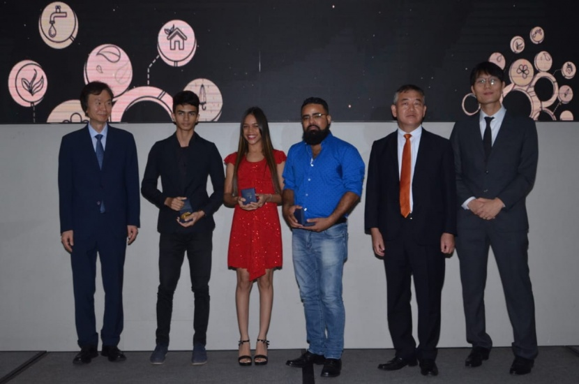 Los ganadores de los tres primeros lugares del la Competencia de Tecnología Apropiada, Enmanuel Henr