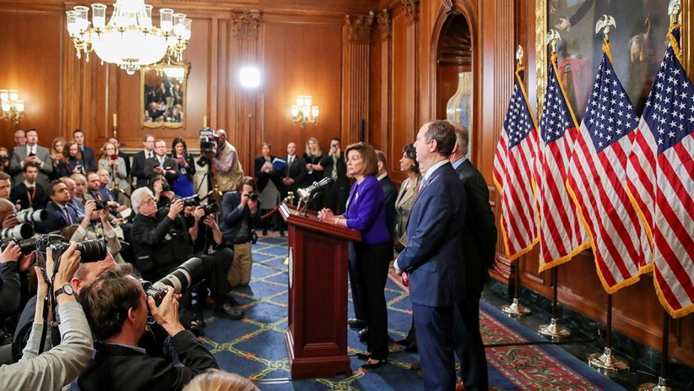 Los demócratas acusan a Trump de abuso de poder y obstrucción del Congreso en su juicio político