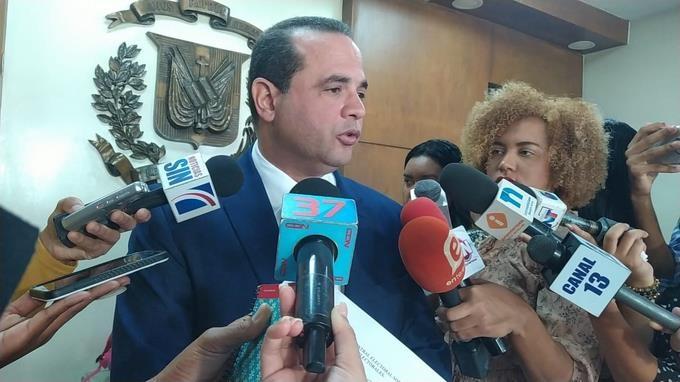 Diez partidos políticos piden a la JCE no imprimir boletas electorales hasta corregir las imprecisiones